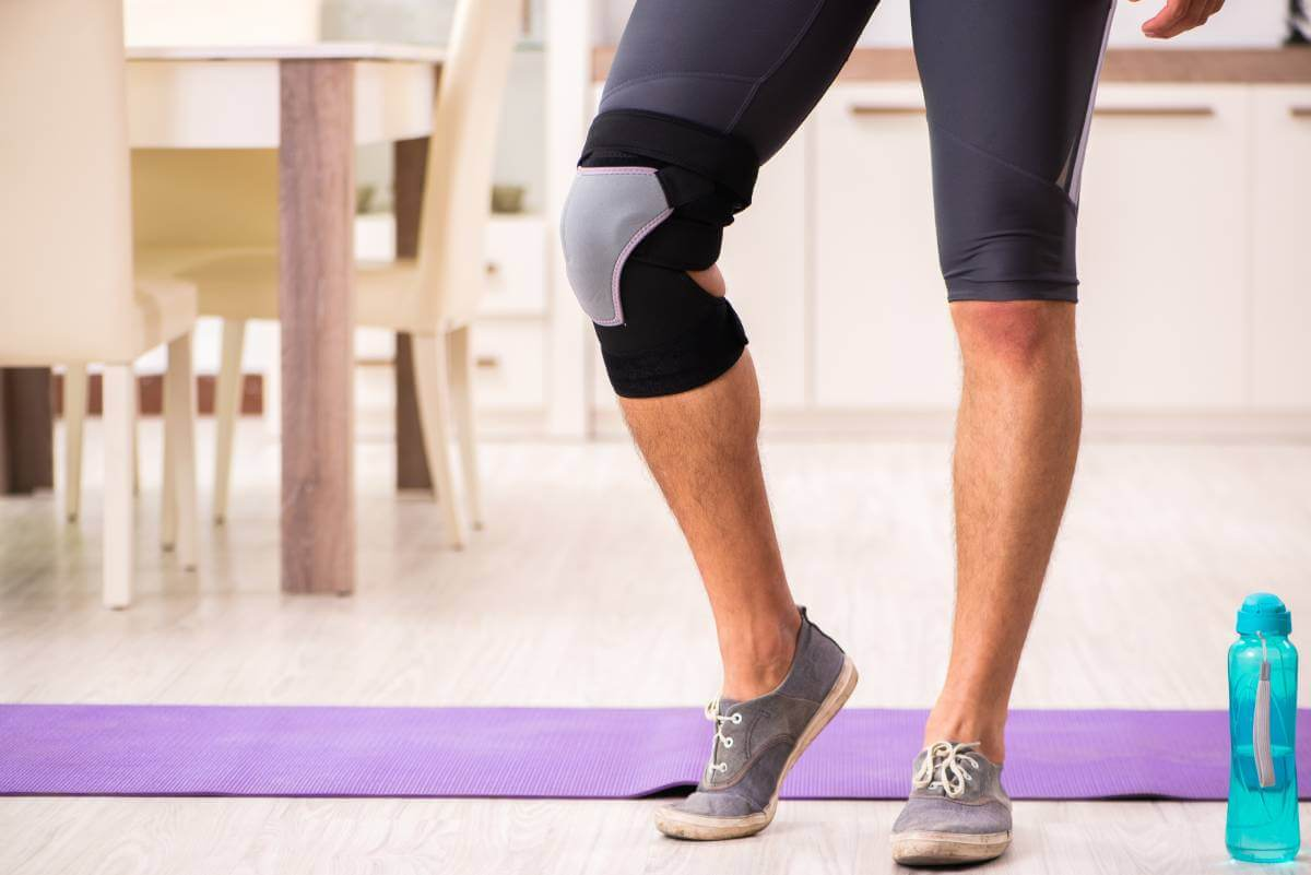 man exercising for knee injury recovery